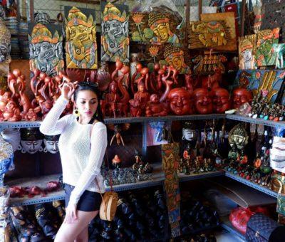 Shopping Antiques at Kumbasari Art Market